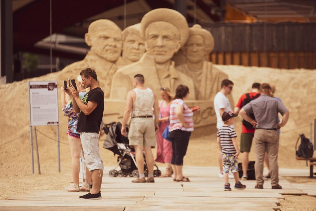 Skulptūras smilšu apmeklētāji-4.jpg